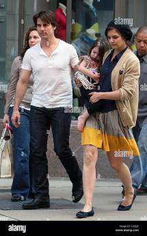 Tom Cruise Katie Holmes With Daughter Suri Leaving