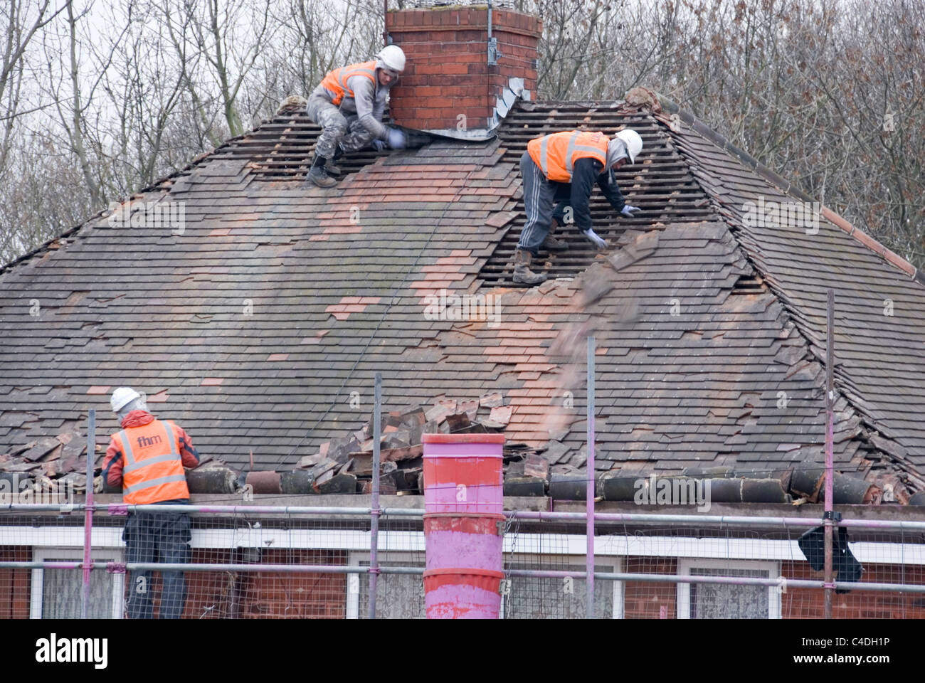 https://i0.wp.com/c8.alamy.com/comp/C4DH1P/three-men-roof-of-house-roof-stripping-off-old-tiles-re-roofing-acis-C4DH1P.jpg