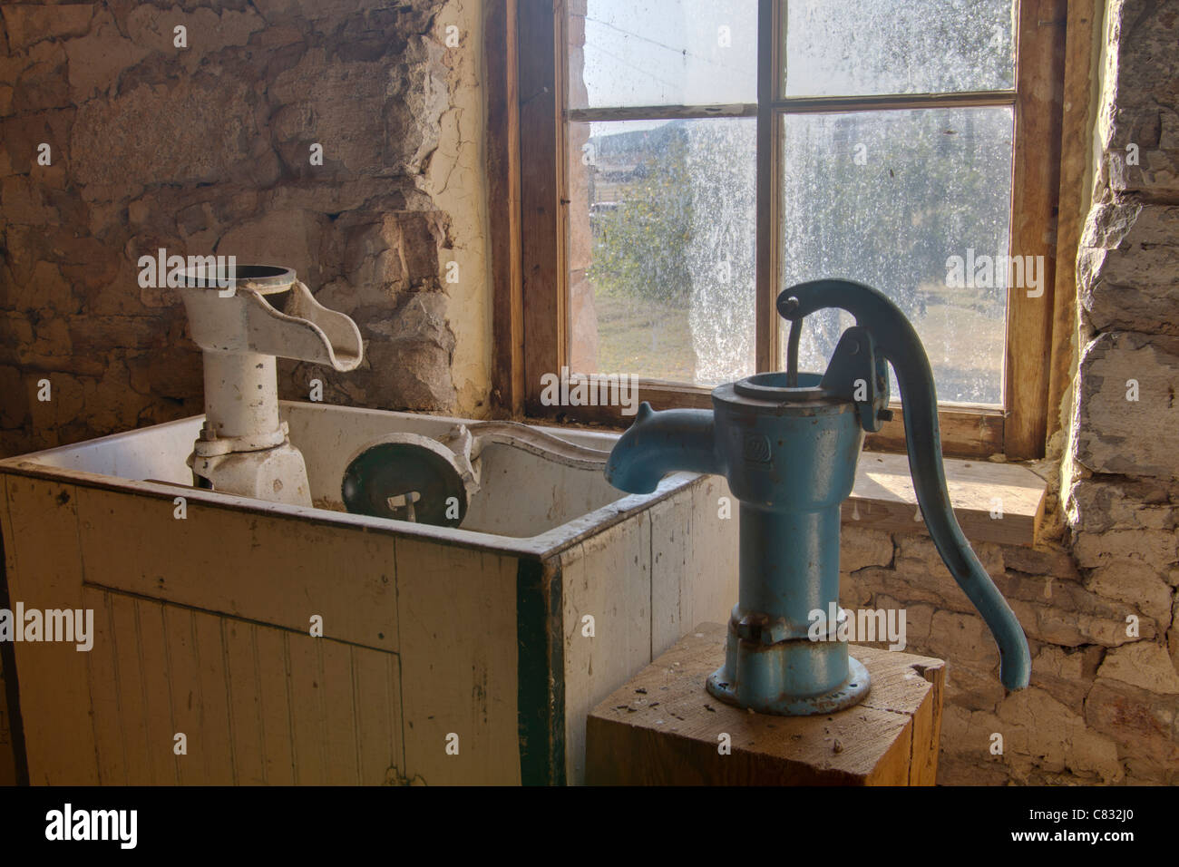 https www alamy com stock photo old fashioned hand pump and wooden sink in a ranch in south dakota 39405912 html