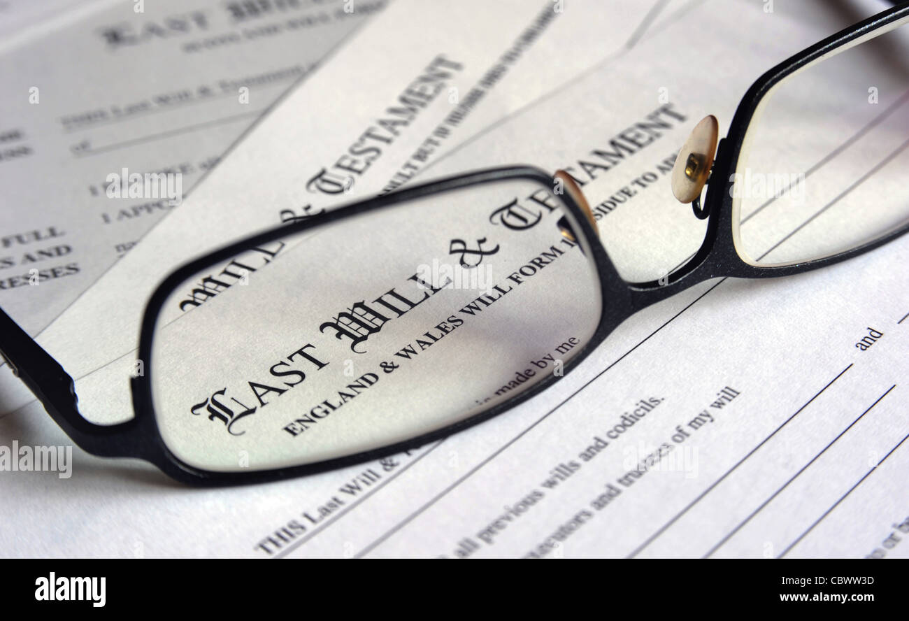 LAST WILL AND TESTAMENT FORMS GLASSES RE MAKING A WILL PROBATE Stock ...