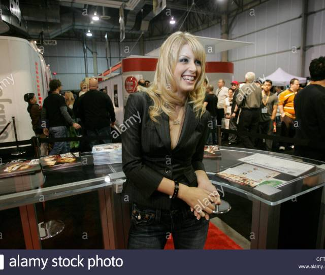Las Vegas Actress Lacie Heart At The Avn Adult