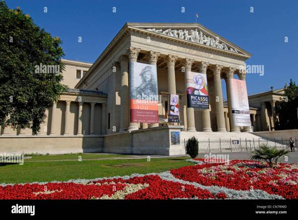 Museum Of Fine Arts Budapest Stock & - Alamy