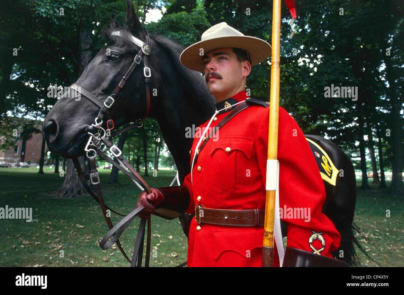 Canada Ontario Ottawa Police Canadian Mounties Or Regia