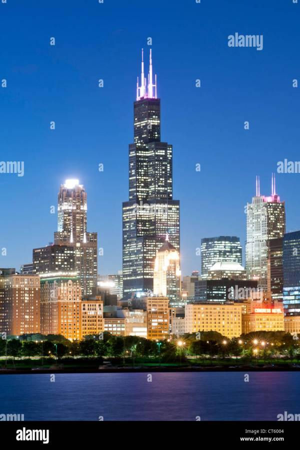 Dusk View Of Chicago Skyline. Tall Building 110-storey Stock 49304196 - Alamy