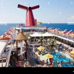 Carnival Cruise Ship Diagram 2000 Saturn Sl2 Wiring Passengers Enjoying The Sun On Deck Of Fascination