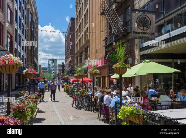 Eat In Downtown Cleveland - Hiking Hawaii