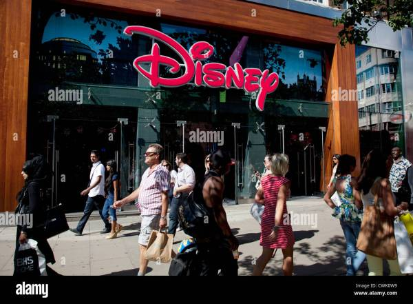 People Shopping Disney Store Stock & - Alamy