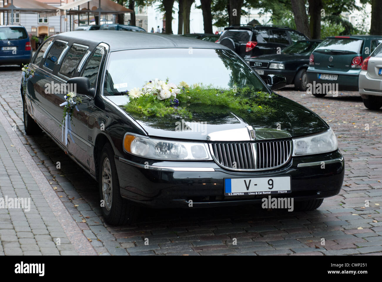 hight resolution of wedding limo lincoln town car black stock image