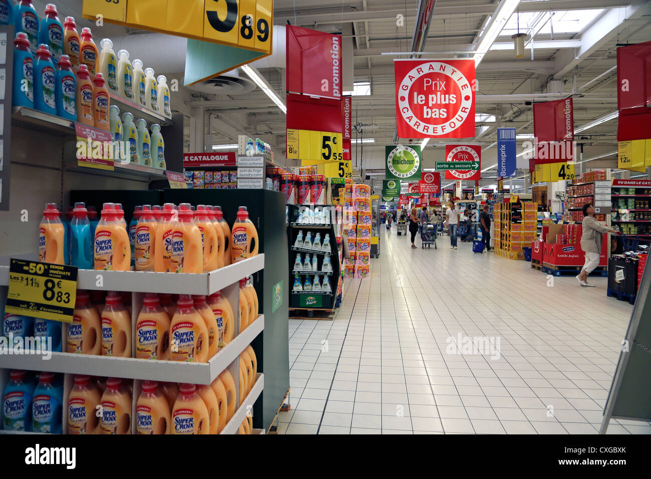 https www alamy com stock photo calais france cite europe people shopping in carrefour supermarket 50762395 html