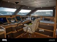 Bridge of super yacht with Captains chair and helm Stock ...