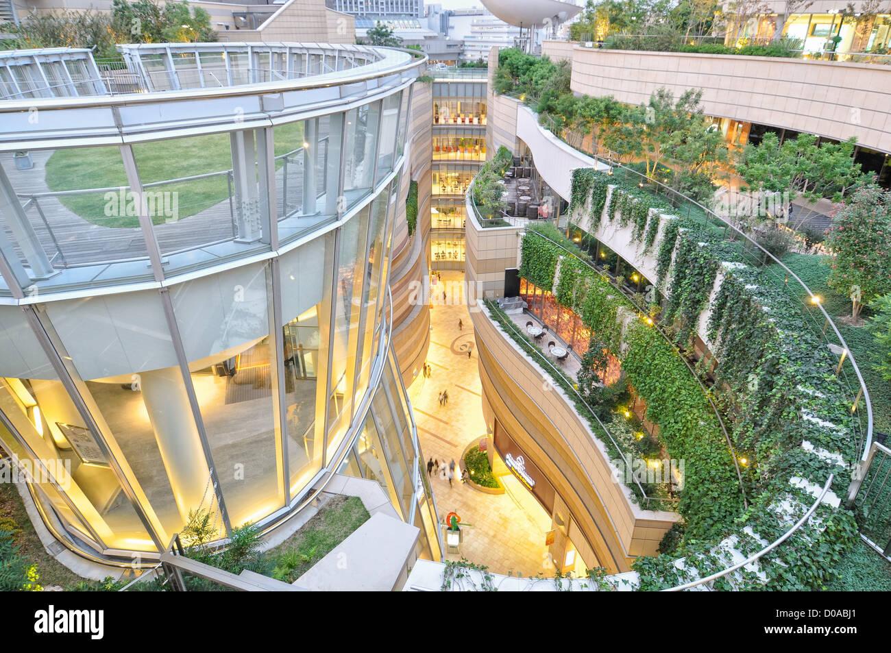 Namba Parks shopping/office/entertainment complex in Osaka, Japan Stock Photo: 51859753 - Alamy