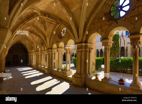 Cloister Architecture Stock & - Alamy