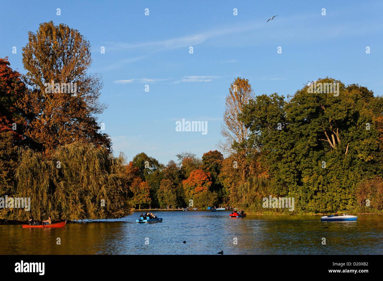 Lake Kleinhesseloher See In Autumn Englischer Garten English