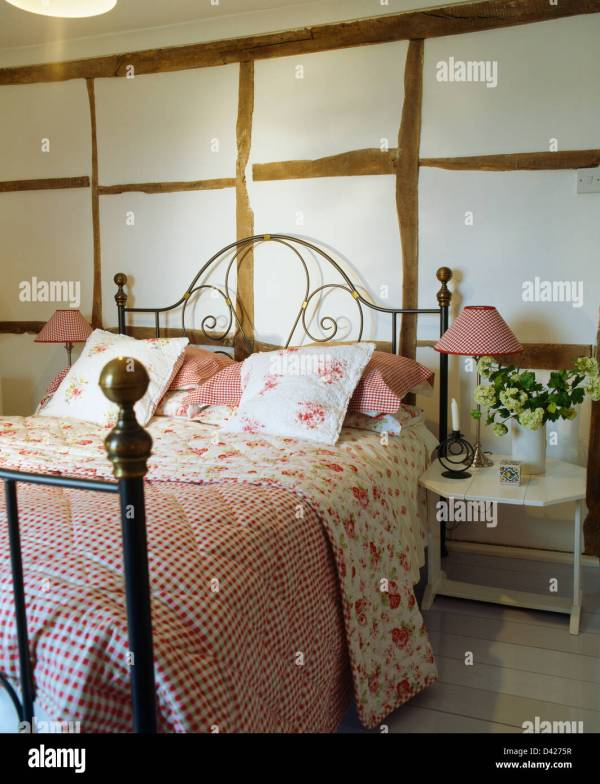 Pink Checked And Rose-patterned Quilt Wrought-iron Bed