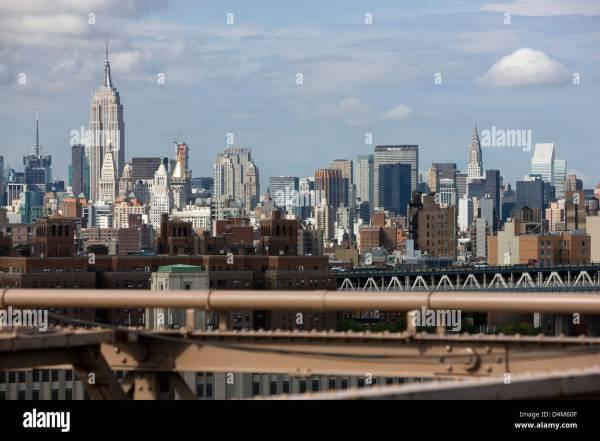Manhattan Bridge And Empire State Building Stock &