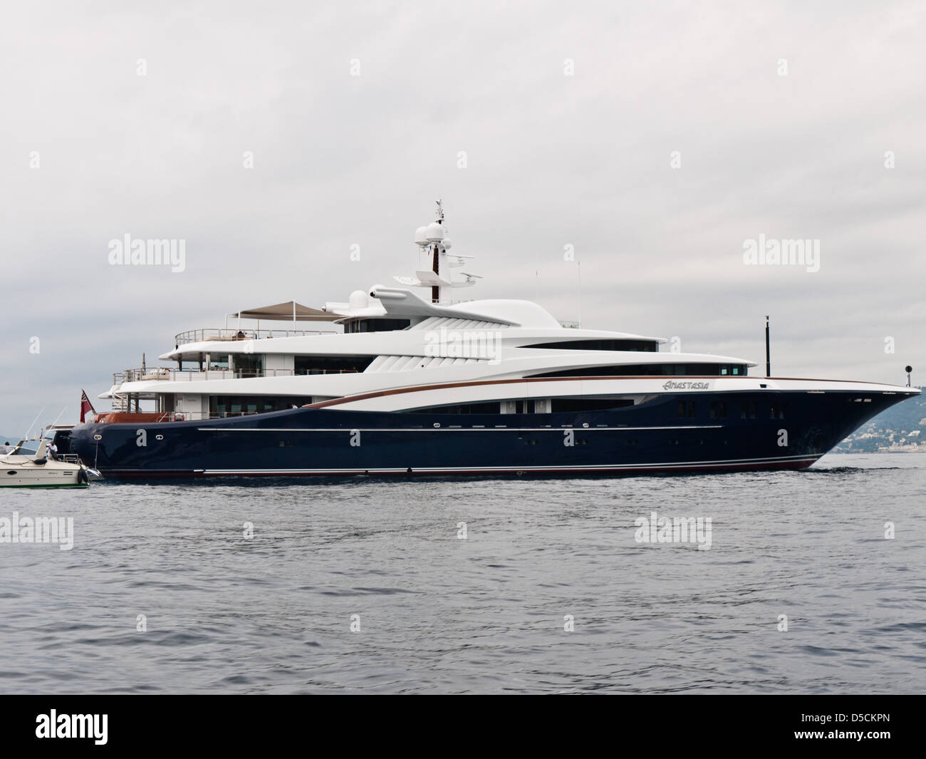 Roman Abramovich yacht Anastasia infront the Hotel du Cap Eden Roc Stock Photo - Alamy