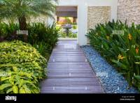 Beautifully manicured tropical garden design at the Ocean ...