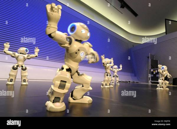 "Robots Of ""nao Robot Show"" Dance Phaeno Science"