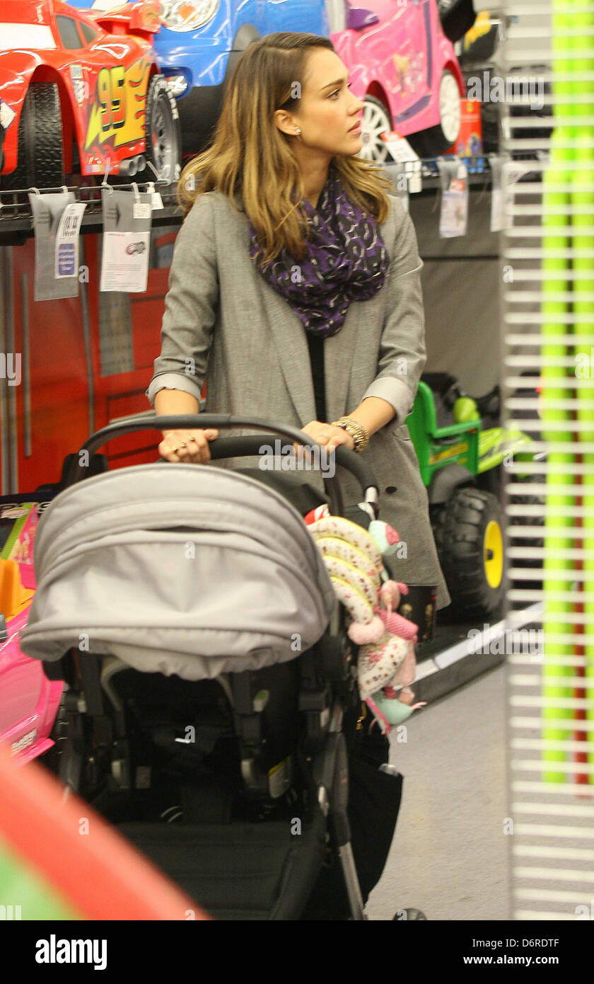 Baby R Us Los Angeles : angeles, Jessica, Shopping, Pushing, Daughter, Stock, Photo, Alamy