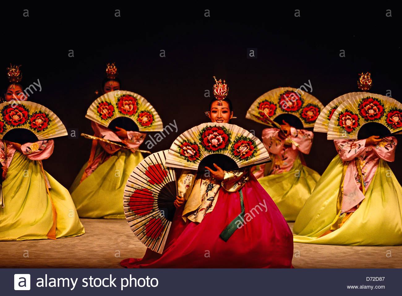 Korean traditional music and dance performance. Korea House. Seoul Stock Photo. Royalty Free Image: 55988023 - Alamy