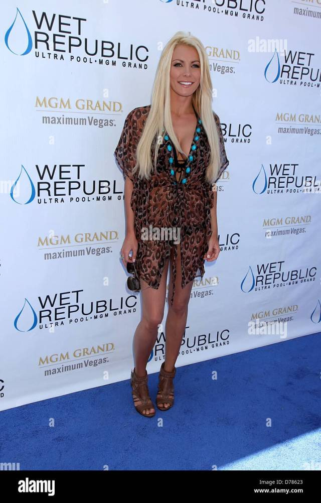 Crystal Harris Runaway Bride Crystal Harris Parties At Wet Republic At Mgm Grand Resort