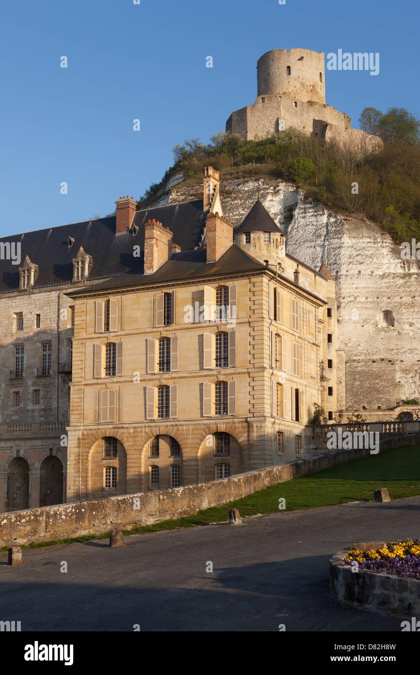 Chateau En Ile De France : chateau, france, Chateau, Roche-Guyon, Dungeon, (castle, Keep), Rising, Above, Roche-Guyon,, France,, France, Stock, Photo, Alamy