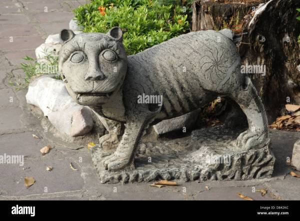 Chinese Tiger Statue Stock & - Alamy