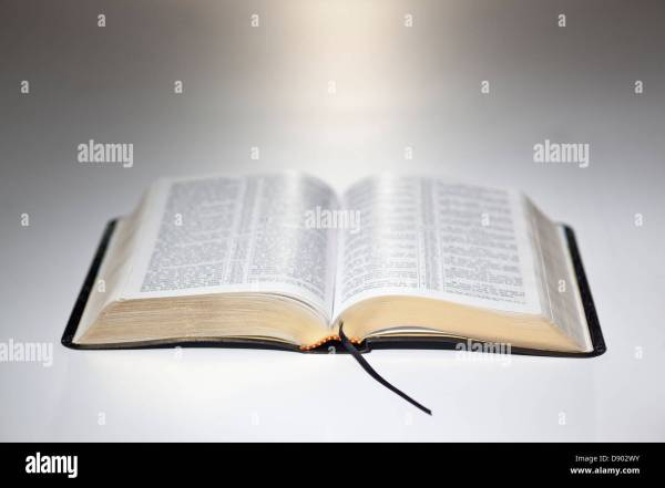 Open Bible Stock & - Alamy