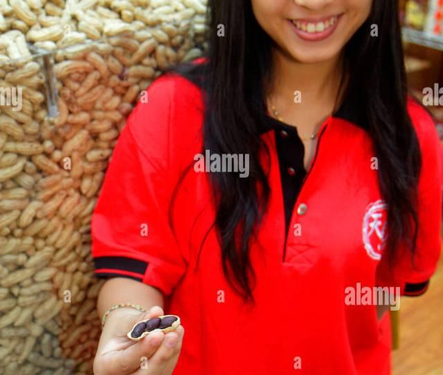 Singapore Bugis Junction Shopping Peanuts Asian Teen Girl Employee Free Sample Offering