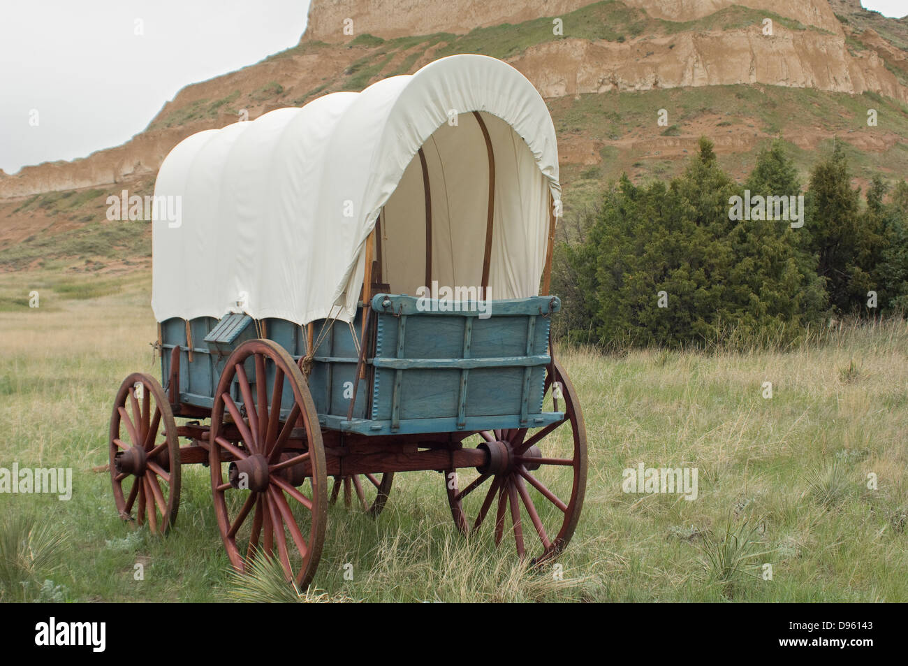 Covered Wagon Replica On The Oregon Trail Scotts Bluff