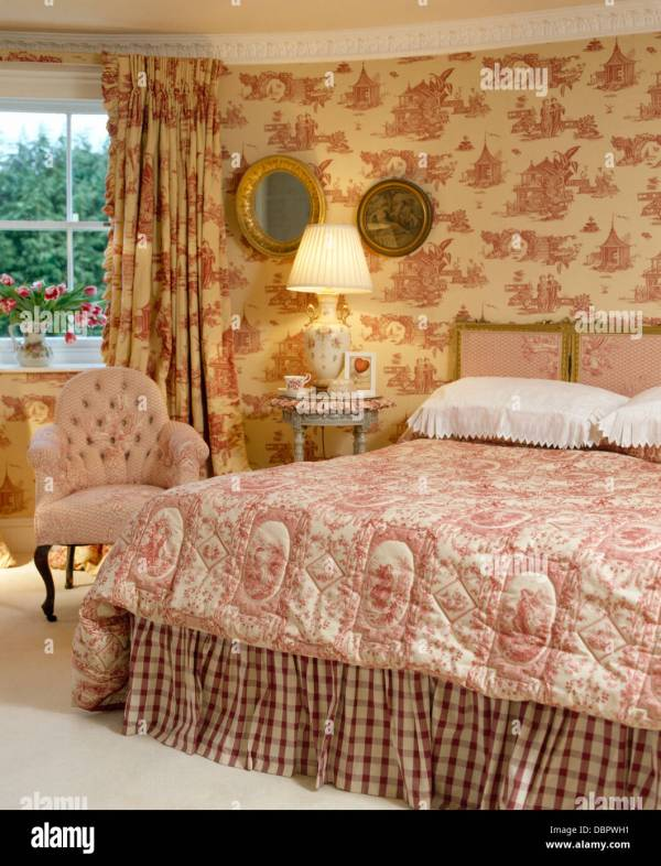 Pink Toile-de-jouy Curtains And Matching Wallpaper In Townhouse Stock 58895341 - Alamy