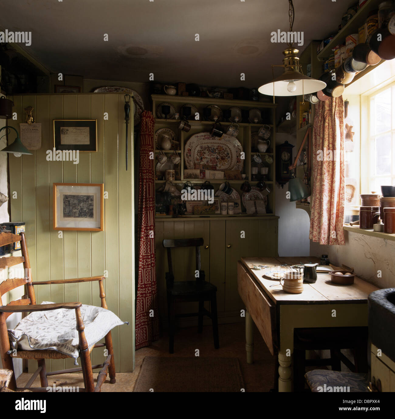 small kitchen table and chairs office chair kuwait rocking old pine in fashioned cottage stock photo: 58896184 - alamy