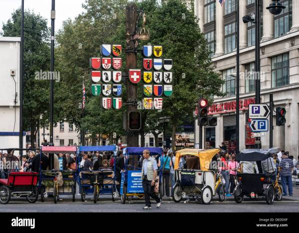Pictures of Glockenspiel and Leicester Square London