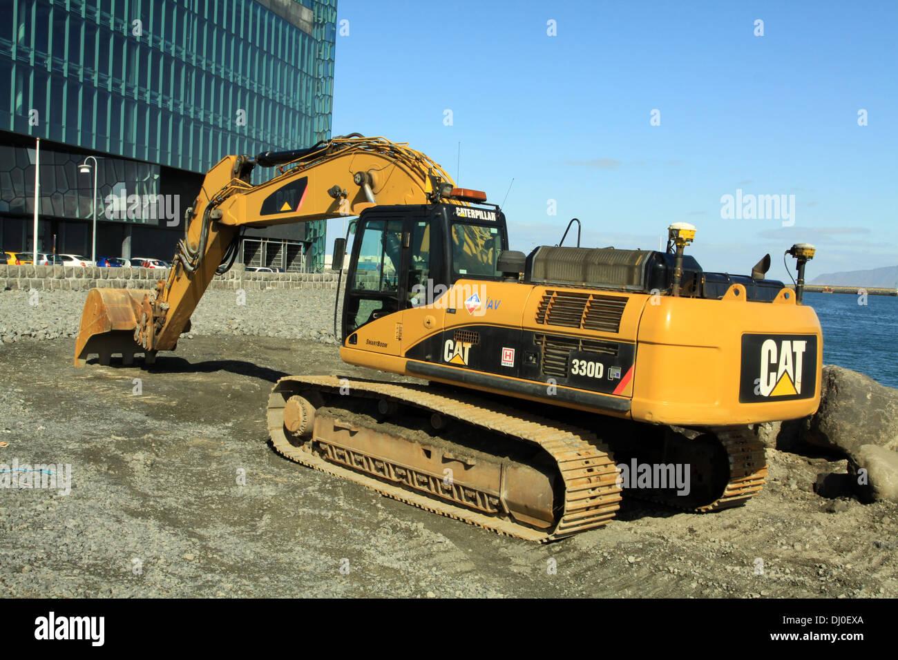 hight resolution of caterpillar 330d hydraulic excavator at work in reykjavik iceland