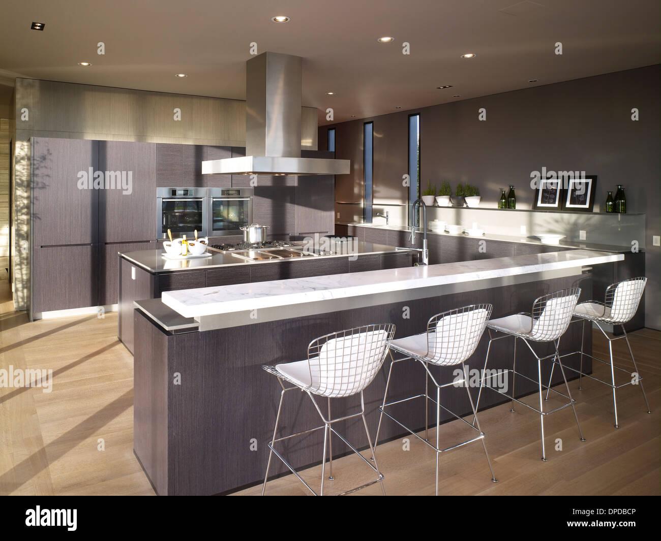 Luxury Kitchen Breakfast Bar
