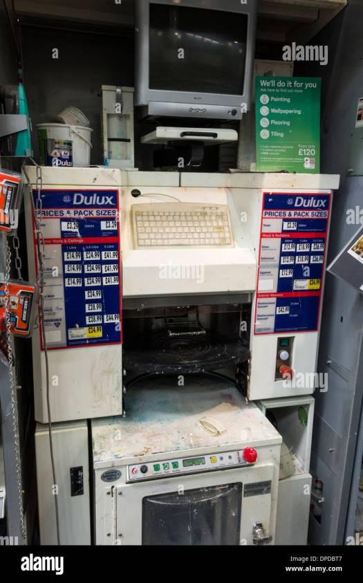Computerised Dulux Paint Mixing Machine At Homebase Diy Uk