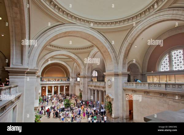 Metropolitan Museum Of Art Exterior Stock