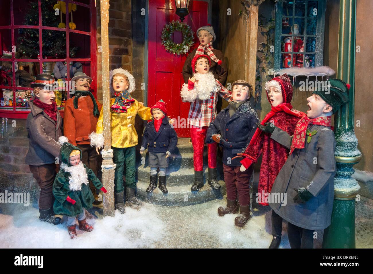 Fortnum Amp Mason Christmas Window Display Of Carol Singers