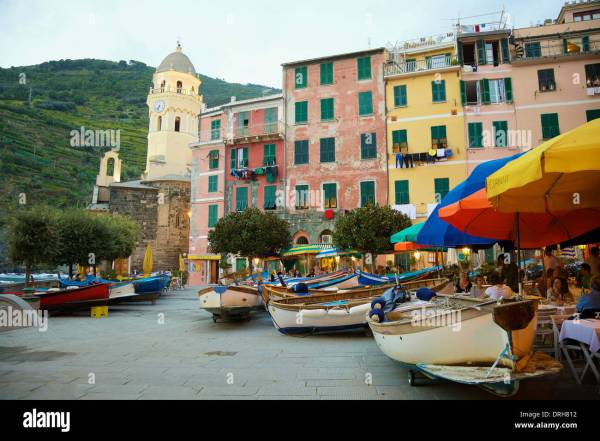 Harbour restaurants and shops in Vernazza Cinque Terre