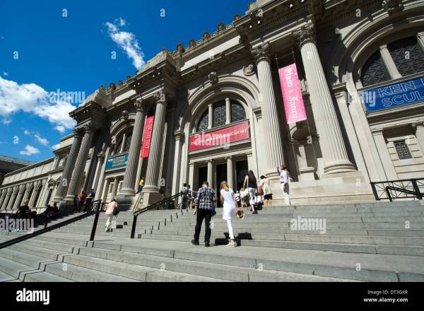 Metropolitan Museum Of Art Facade Stock