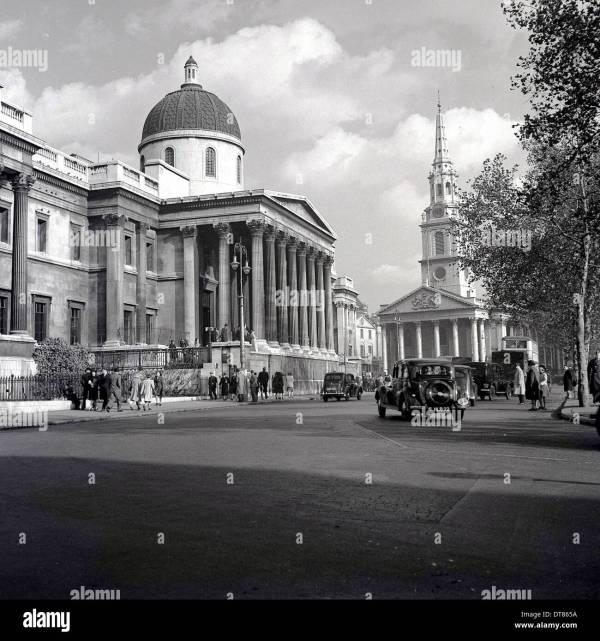 London 1940s. Historical Showing Cars Pass
