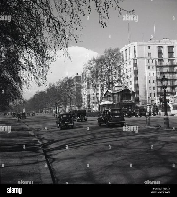 1940s. Historical Showing Cars Park Lane