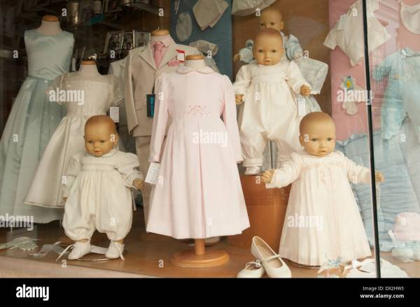 Window Display With Baby Mannequins And Children'