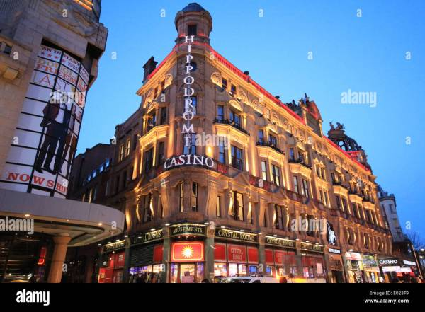 Leicester Square Night Stock & - Alamy