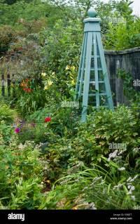 Wood Garden Obelisk - Garden Ftempo