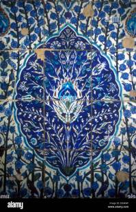 Islamic tile mosaic with tulip design Stock Photo, Royalty