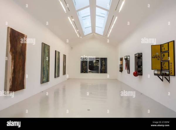 Paris Modern Art Gallery