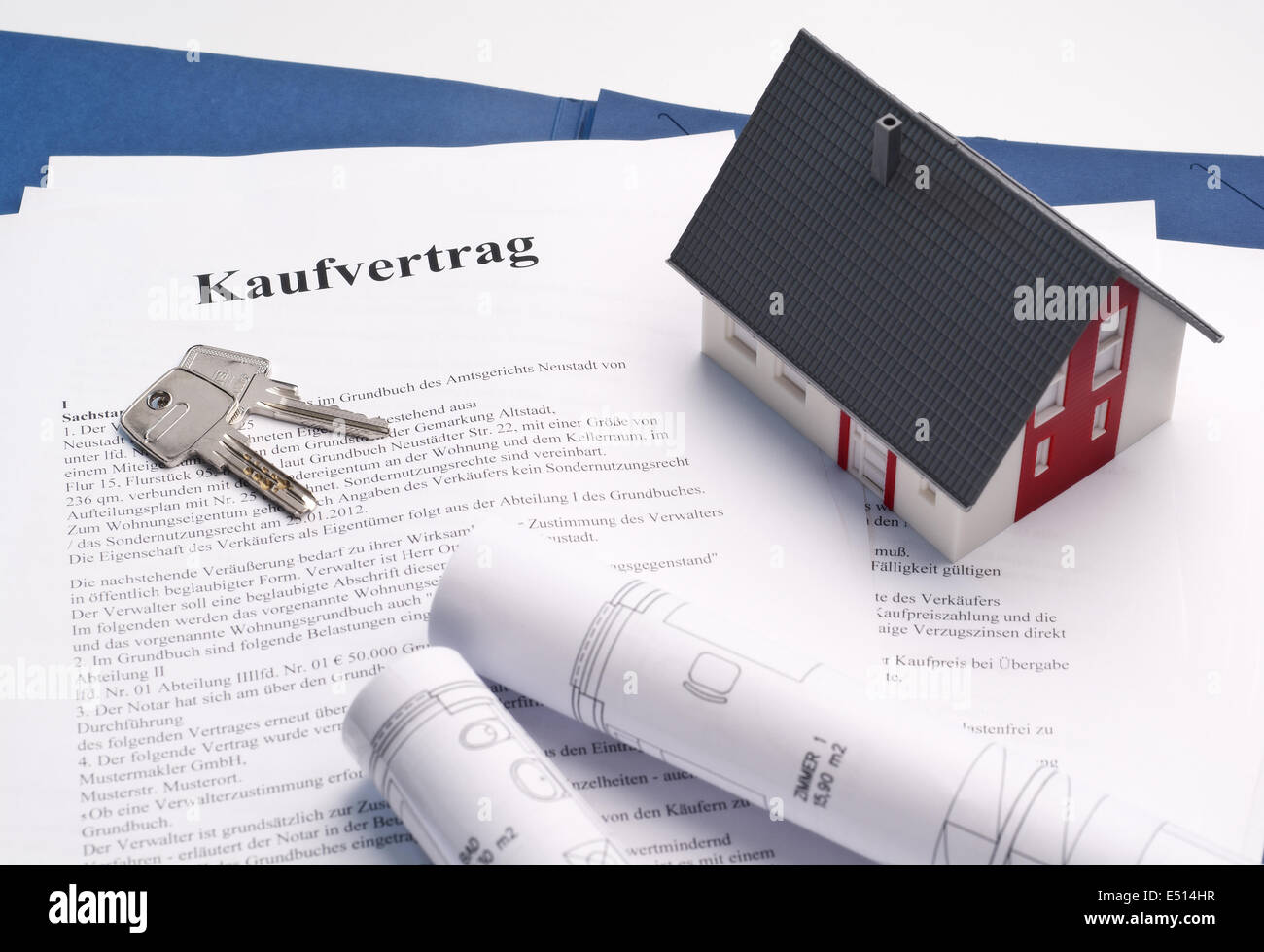 House With Sales Contract - Stock Image