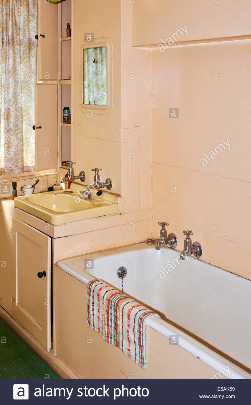 https www alamy com stock photo a 1950s old fashioned bathroom with bath and wash basin in st fagans 72764001 html