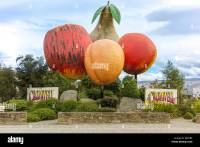 Giant Fruit sculpture at the entrance to Cromwell Otago ...
